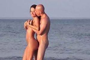 Franceska Jaimes и ее новый партнер занимаются сексом на пляже, в середине дня