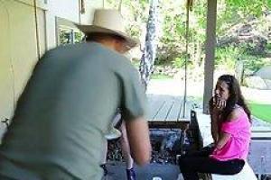 Siri и ее лучший друг, Вендетта Dayna разделяет парня, который просто двинулся в их район