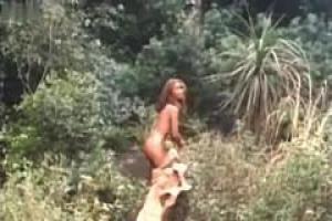 Белый отправляется на охоту для темнокожей дикой суки и ее конечно очки самой реальный looker