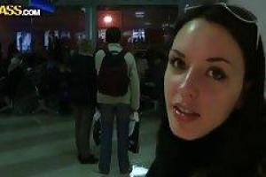 Aurita сосал член незнакомца в самолете, в то время как она ехала в Египет