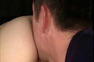 Amai - брюнетка с косичками, которой нравится иметь нежный анальный секс с ее женатым соседом