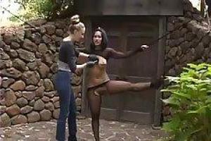 DragonLily чрезвычайно входит в азарт каждый раз ее подруга, Одри Ли начинает играть с нею